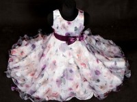 Vybrat hezké společenské šaty pro holčičku není úplně snadné. Foto: www.detskespolecenskesaty.cz