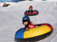 V lyžařském areálu je připravená atrakce pro děti v podobě snowtubingu. Foto: www.annaberg.cz