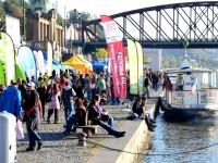 Na náplavce u Rašínova nábřeží se již tento víkend uskuteční druhý ročník festivalu lyžování s názvem Aprés Ski. Foto: www.apresskipraha.cz