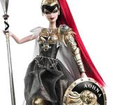 Zlaté brnění bohyně Athény uchvátí velké i malé slečny. Foto: www.dollsland.eu