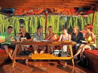 Dopřejte si nezapomenutelnou dovolenou na lodi s vašimi přáteli i dětmi. Foto: www.dzunka.cz