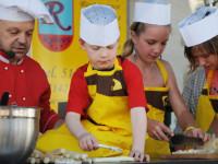 V Ivančicích naučí vaše děti vařit chřestovou polévku i další pochoutky. Foto: www.slavnostichrestu.cz.