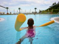 Naučit se plavat není složité, pokud máte správné vybavení. Foto: www.amaze.cz