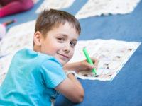 Díky počítačům, internetu a elektronickým hrám se angličtina stává pevnou součástí slovníku mladé generace. Foto: www.helendoron.cz