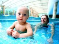 Učte děti plavat co nejdříve. Foto: www.amaze.cz