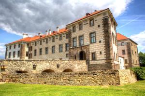 Jedno z mnoha kouzel Zámku Nelahozeves je prosté: z Prahy to je kousek. Foto: Amaze.cz