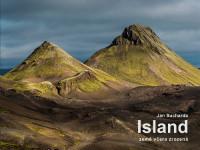 """Jako na Islandu si budete připadat při listování knihou """"ISLAND – země včera zrozená"""". Foto: Jan Sucharda"""