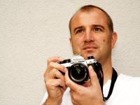 """otit Nikonem FM2, slavnou """"nedigitální"""" zrcadlovkou, vás už asi Jan Rybář nebude..."""