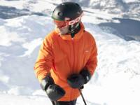 Vyberte si helmu, která vám bude sedět. Foto: www.eshop.lyze-radotin.cz.