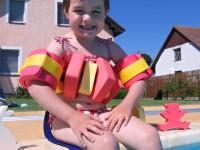 Díte si při plavání zpevní svaly, zbaví se nadbytečné energie a naučí se ovládat své tělo.