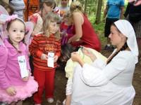 Děti mohou ve Velkých Karlovicích vyrazit na Pohádkovou cestu lesem