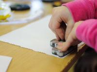 Razítkování rozvíjí kreativitu dětí. Foto: www.aladine.cz