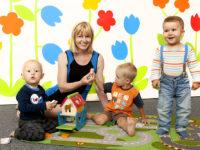 Zakladatelka Babyoffice Hana Krejčí s dětmi. Foto: www.babyoffice.cz