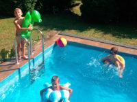 Bazén na zahradě představu vítaný způsob zábavy pro děti. Foto: www.juklik.cz