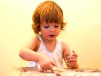 Kroužek musí dítě nejen bavit, ale také rozvíjet. Foto: www.dreamstime.com