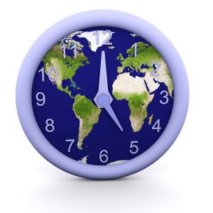 Dovolená na poslední chvíli, hodiny se zeměkoulí, hodiny, zeměkoule, Země