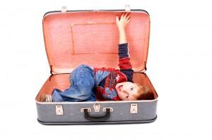 dítě v kufru