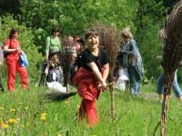 Pohádkový les v Karlovicích: čarování se Saxanou i čertovské špekáčky