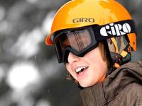 Při výběru helmy vždy dbejte na to, aby měl výrobek bezpečnostní certifikaci.