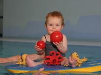 Malé hračky  by ve vodě neměly rozhodně chybět. Foto: www.juklik.cz