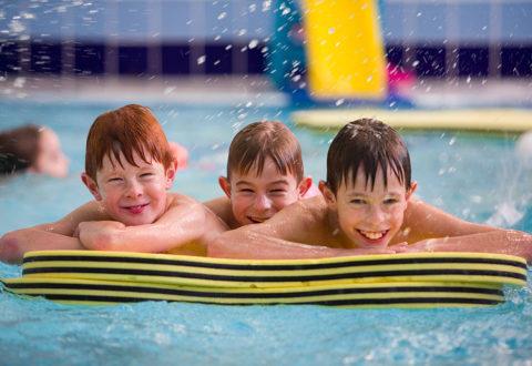 Příměstské tábory zaměřené na plavání pořádá Baby Club Juklík. Foto: www.juklik.cz