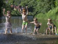 Naučte děti pravidla bezpečného koupání vpřírodě