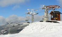 Skiareál Sport Profi v Deštné, to je 7 vleků a 1 sedačková lanovka o přepravní kapacitě 5 300 osob za hodinu, 6 sjezdovek a snowpark. Foto: www.region-orlickehory.cz