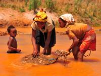 Lidé na Madagaskaru jsou velmi chudí, pracovití, veselí a nesmírně srdeční. Foto: Kateřina & Miloš MOTANI