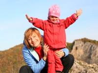 Zuzana Rybářová s malou dobrodružkou Marií. Foto: www.amaze.cz
