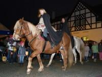 Staré zvyky si připomenou na statku Bernard při příjezdu Martina na bílém koni.