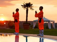 Termální hotel Larimar nabízí energetická cvičení u bazénu. Foto: www.larimarhotel.at