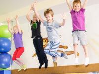 Dětem stále víc chybí kompenzace vhodným pohybem. Foto: www.monkeysgym.cz