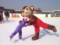 Zábavné kurzy ledního bruslení pro děti pořádá pohybové centrum Monkey´s Gym. Foto: www.monkeysgym.cz