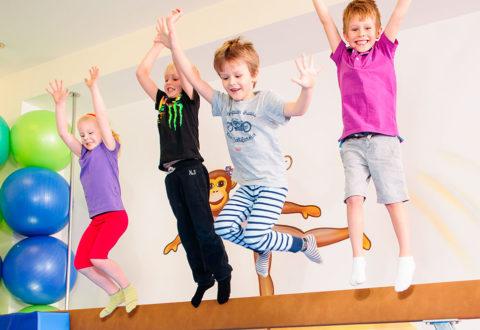 Malí sportovci jsou pružnější, šikovnější a umějí padat. Foto: www.monkeysgym.cz