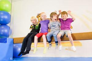Cvičení na kladině je vhodné už pro děti od 18 měsíců. Foto: www.monkeysgym.cz