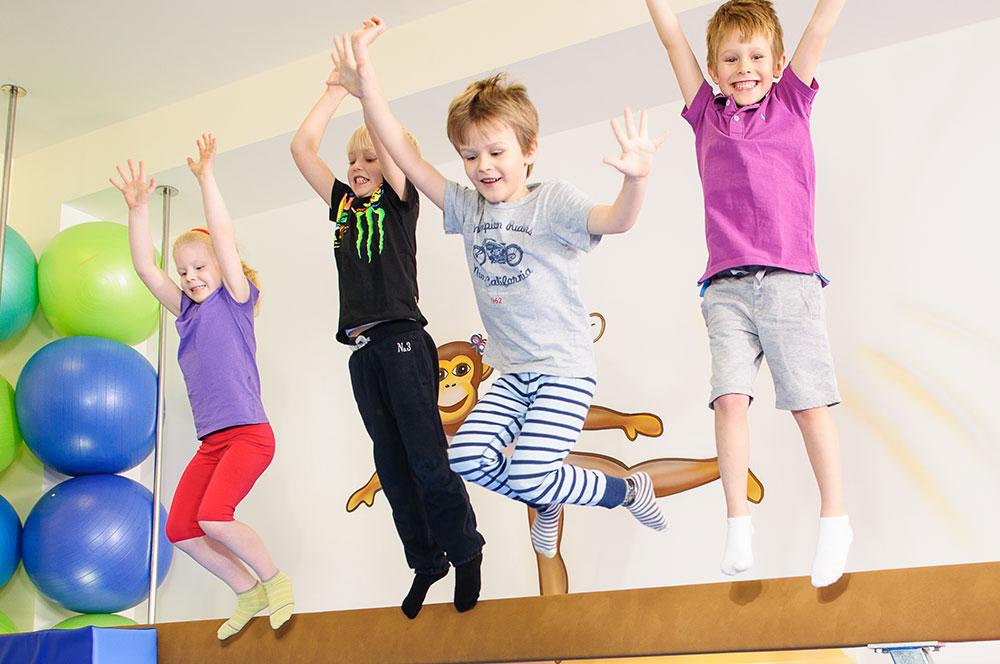 Monkeys Gym - děti na kladině