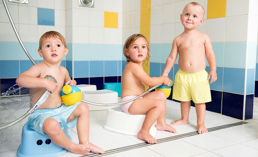 Otužování dětí v bazénu