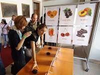 Při soutěži mají návštěvníci možnost zkusit si vše v praxi. Foto: Omnimedia.cz