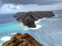 Madeira a Porto Santo jsou dva obydlené ostrovy madeirského souostroví. Málokde byste ovšem našli rozdílnější sourozence. Foto: Amaze.cz