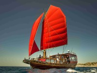 Týdenní plavba na čínské plachetnici kolem Itálie je nezapomenutelným zážitkem. Foto: Jakub Zdechovan