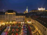 Na vánočních trzích v Bratislavě váš čeká spousta dobrot, zajímavé stánky plné řemeslníky, ale také dílny pro děti a živý Betlém. Foto Brano Molnar
