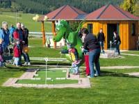 Dráček Fips je jedním z mnoha lákadel zábavního parku Oberwiesenthal. Foto: www.ferienpark-oberwiesenthal.de