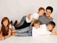 Štěpánka Štrougalová s dětmi. Foto: www.juklik.cz
