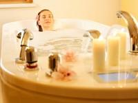 Teplá koupel a nahřáté ručníky Vám zpříjemní podzimní plískanice. Foto: www.larimarhotel.at