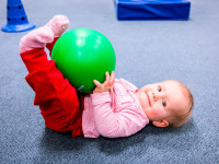 Cvičení je skvělá příležitost, jak u dětí podpořit správné pohybové návyky. Foto: www.monkeysgym.cz