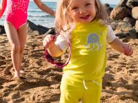 Oblečení s vysokým UV faktorem ochání citlivou dětskou pokožku. Foto: www.reima.com