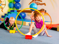 Prostřídejte dětem lenošení zábavným pohybem. Foto: www.monkeysgym.cz