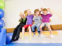 Poradíme vám jak se hýbat doma s dětmi, když je venku ošklivo. Foto. www.monkeysgym.cz