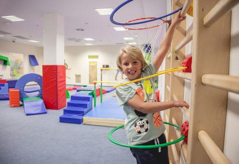 Gymnastika má své nezastupitelné místo při utváření návyků správného držení těla. Foto: www.monkeysgym.cz